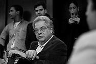 El violinista israeli, Itzhak Perlman durante una conferencia de prensa realizada junto al director venezolano, Gustavo Dudamel y el maestro José Antonio Abreu hoy, miércoles 3 de junio, en el Hotel Centro Lido de Caracas, Venezuela. Ambos músicos ofrecerán un concierto en el Teatro Teresa Carreño con el objetivo de conseguir fondos para adquirir instrumentos para músicos de escasos recursos del Sistema de Orquestas Juveniles. (ivan gonzalez).
