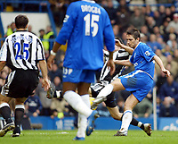 Fotball<br /> England 2004/2005<br /> Foto: SBI/Digitalsport<br /> NORWAY ONLY<br /> <br /> 04.12.2004<br /> <br /> Chelsea v Newcastle United<br /> Barclays Premiership<br /> <br /> Frank Lampard slots home the first for Chelsea as they beat Newcastle 4-0