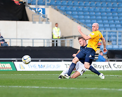Southend United's Kevan Hurst puts the ball wide - Photo mandatory by-line: Nigel Pitts-Drake/JMP - Tel: Mobile: 07966 386802 05/10/2013 - SPORT - FOOTBALL - Kassam Stadium - Oxford - Oxford United v Southend United - Sky Bet League 2