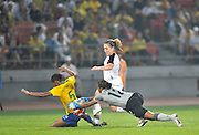 Beijing, CHINA.   Olympic Football, Women's Gold Medal Game, USA vs BRA.,USA's. Amy RODRIGUEZ running through, as Brazils keeper BARBARA, and, RENATA COSTA shields and catch the ball during the Final, at the Beijing Workers Stadium. Thursday,  21.08.2008 [Mandatory Credit: Peter SPURRIER, Intersport Images]