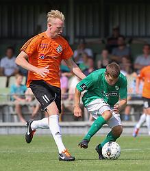 Jonathan Nielsen (FC Helsingør) og Jesper Larsen (Avarta) under kampen i 2. Division Øst mellem Boldklubben Avarta og FC Helsingør den 19. august 2012 i Espelunden. (Foto: Claus Birch).