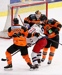 18.01.2019, Merkur Eisstadion, Graz, AUT, EBEL, Moser Medical Graz 99ers vs EC Red Bull Salzburg, 39. Runde, im Bild von links Travis Oleksuk (Moser Medical Graz 99ers), Alexander Rauchenwald (EC Red Bull Salzburg), Robin Rahm (Moser Medical Graz 99ers) und Matthew Caito (Moser Medical Graz 99ers) // during the Erste Bank Eishockey League 39th round match between Moser Medical Graz 99ers and EC Red Bull Salzburg at the Merkur Eisstadion in Graz, Austria on 2019/01/18. EXPA Pictures © 2019, PhotoCredit: EXPA/ Erwin Scheriau