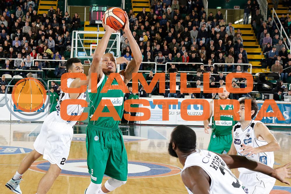 DESCRIZIONE : Avellino Lega A 2015-16 Sidigas Avellino Dolomiti Energia Trentino Trento<br /> GIOCATORE : Alex Acker<br /> CATEGORIA :  tiro<br /> SQUADRA : Sidigas Avellino <br /> EVENTO : Campionato Lega A 2015-2016 <br /> GARA : Sidigas Avellino Dolomiti Energia Trentino Trento<br /> DATA : 01/11/2015<br /> SPORT : Pallacanestro <br /> AUTORE : Agenzia Ciamillo-Castoria/A. De Lise <br /> Galleria : Lega Basket A 2015-2016 <br /> Fotonotizia : Avellino Lega A 2015-16 Sidigas Avellino Dolomiti Energia Trentino Trento