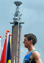 01-07-2007 ATLETIEK: NK OUTDOOR: AMSTERDAM<br /> Een balende Thomas Kortbeek als hij op de laatste horde moest inhouden en het NK verliest - aa drink<br /> ©2007-WWW.FOTOHOOGENDOORN.NL