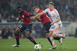 23.10.2012, Grand Stade Lille Metropole, Lille, OSC Lille vs FC Bayern Muenchen, im Bild vlnr - AurÃ?lien CHEDJOU (OSC Lille - 22) - Lucas DIGNE (OSC Lille - 03) - Toni KROOS (FC Bayern Muenchen - 39) // during UEFA Championsleague Match between Lille OSC and FC Bayern Munich at the Grand Stade Lille Metropole, Lille, France on 2012/10/23. EXPA Pictures © 2012, PhotoCredit: EXPA/ Eibner/ Gerry Schmit..***** ATTENTION - OUT OF GER *****