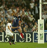 Photo: Richard Lane.<br />France v England. Semi-Final, at the Telstra Stadium, Sydney. RWC 2003. 16/11/2003. <br />Jonny Wilkinson slots his second drop goal past Imanol Harinordoquy.