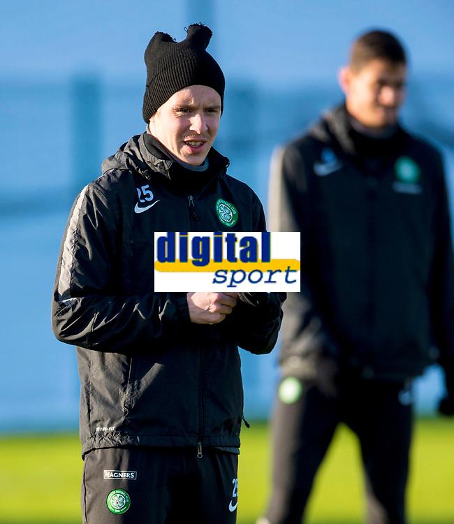 30/01/15<br /> CELTIC TRAINING<br /> LENNOXTOWN<br /> Celtic midfielder Stefan Johansen wraps himself up ahead of a cold training session