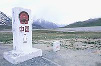 China. Sinkiang Province (Xinjiang). Khunjerab pass at 5200m altitude. China-Pakistan border // Chine. Province du Sinkiang (Xinjiang). Col de Khunjerab. Frontière Sino-Pakistanaise. 5200m d'altitude.