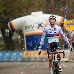 17-11-2019: Wielrennen: Veldrijden DVV cross: Hamme<br />Mathieu van der Poel invincible in Hamme