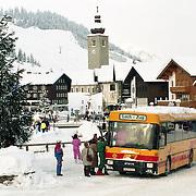 AUT/Lech/19940210 - Verkeer en overzicht in Lech