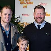 NLD/Amsterdam/20131214 - Premiere Walking with Dinosaurs 3D, Dennis van der Geest met zoontje en broer Eelko van der Geest