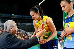 23-08-2009 VOLLEYBAL: WGP FINALS CEREMONY: TOKYO <br /> Brazilie wint de World Grand Prix 2009 / FiVB president Jizhong Wei en Danielle Lins<br /> ©2009-WWW.FOTOHOOGENDOORN.NL