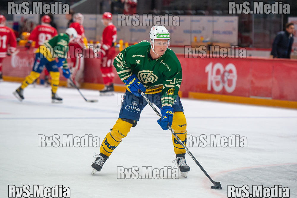 LAUSANNE, SWITZERLAND - SEPTEMBER 24: Dennis Rasmussen #40 of HC Davos warms up prior the Swiss National League game between Lausanne HC and HC Davos at Vaudoise Arena on September 24, 2021 in Lausanne, Switzerland. (Photo by Monika Majer/RvS.Media)