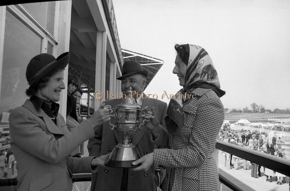 """Racing At Punchestown.     K22..1976..28.04.1976..04.28.1976..28th April 1976..The John Jameson Cup race was run today at Punchestown. The sponsor of the race are Irish Distillers Ltd. The race an extended handicap novice steeplechase is for horses four yers old and upwards that have not won a steeplechase on or before 1st Sept.,75..The race was won by """"No Hill"""" owned by Mrs J.B.O'Callaghan,ridden by Mr T.M.Walsh and trained by Mr R Walsh..Image shows,Mrs F.J.O'Reilly, wife of the chairman at Irish Distillers presenting the cup to the owner of """"No Hill"""", Mrs J.B.O'Callaghan (right) included in the photograph is Mr O'Callaghan."""