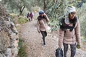 Habitants French Alpes help migrants