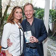 NLD/Amsterdam/20150331 - Boekpresentatie Altijd Viareggio van Rick Nieman, Rick Nieman en partner Sacha de Boer met het boek