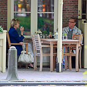 NLD/Laren/20110427 - John de Mol Sr. en partner Hannie zitten op een terras,