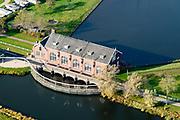 Nederland, Groningen, Gemeente Zuidhoorn, 08-09-2009; Lammerburen, gemaal De Waterwolf aan het Reitdiep; het gehucht is beter bekend onder de naam Electra. Het gemaal, in beheer bij waterschap Noorderzijlvest, zorgt voor de afvoer van water naar het Lauwersmeer.<br /> Lammerburen with pumping station the Water Wolf at the Reitdiep, the hamlet is better known as Electra.<br /> luchtfoto (toeslag op standaard tarieven);<br /> aerial photo (additional fee required);<br /> copyright © foto/photo Siebe Swart