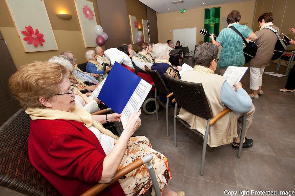 360314-Dementerende senioren van rusthuis Boeyendaalhof Herenthout repeteren als zangkoor-Itegemse steenweg 3 Herenthout