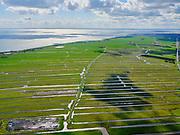Nederland, Noord-Holland, Gemeente Edam-Volendam, 07-05-2021; Polder Zeevang ter hoogte van Warder. Strokenverkaveling. Klemweg. Edam in de verte.<br /> Zicht op het IJsselmeer.<br /> luchtfoto (toeslag op standaard tarieven);<br /> aerial photo (additional fee required)<br /> copyright © 2021 foto/photo Siebe Swart.