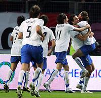 Fotball<br /> Privatlandskamp<br /> 16.11.2005<br /> Italia v Elfenbenskysten <br /> Foto: Graffiti/Digitalsport<br /> NORWAY ONLY<br /> <br /> Aimo Diana (R1) celebrates with his teammates Toni -  Iaquinta -  Oddo - Barone - Barzagli after scoring draw