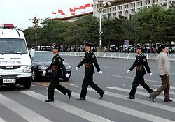 17-10-2007 ALGEMEEN: VOORBEREIDINGEN OLYMPISCHE SPELEN BEIJING 2008: CHINA<br /> Vele militairen en politie op het Tiananmen - Plein van de Hemelse Vrede <br /> ©2007-WWW.FOTOHOOGENDOORN.NL
