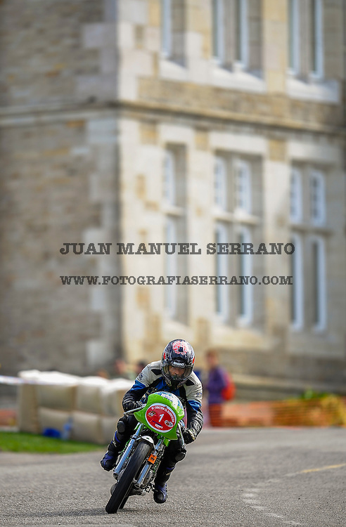 29-09-2013 Santander<br /> IV Gran Carrera Motos Clasicas en el Palacio de la Magdalena<br /> Rodrigo Zaragoza Garcia,  con la moto Ossa 250<br /> Fotos: Juan Manuel Serrano Arce
