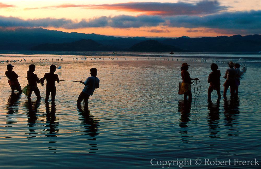 MEXICO, VERACRUZ STATE Fishermen on Lake Catemaco