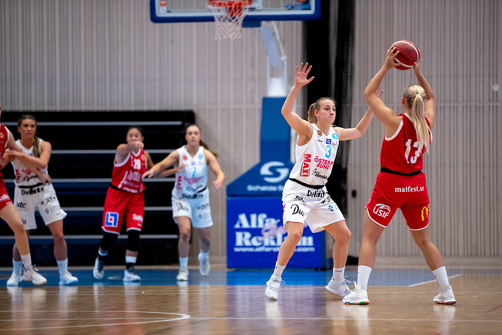 ÖSTERSUND 20210925<br /> Östersunds Elena Popkey under lördagens match i Basketligan mellan Östersund Basket och Uppsala Basket i Östersunds Sporthall<br /> <br /> Foto: Per Danielsson/Projekt.P
