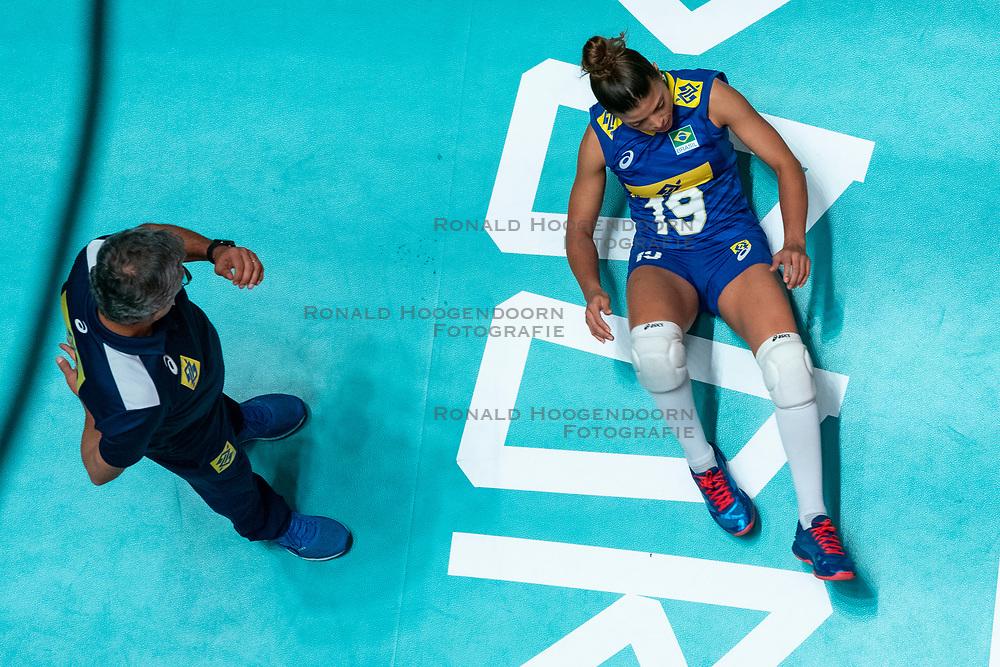 29-05-2019 NED: Volleyball Nations League Poland - Brazil, Apeldoorn<br /> Leia Henrique Da Silva Nicolosi #19 of Brazil, Coach Jose Ze Roberto Guimaraes of Brazil