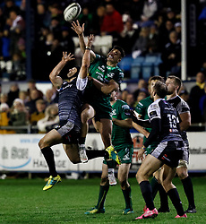 Dan Evans of Ospreys goes for the high ball with Cian Kelleher of Connacht<br /> <br /> Photographer Simon King/Replay Images<br /> <br /> Guinness PRO14 Round 7 - Ospreys v Connacht - Friday 26th October 2018 - The Brewery Field - Bridgend<br /> <br /> World Copyright © Replay Images . All rights reserved. info@replayimages.co.uk - http://replayimages.co.uk