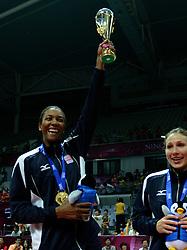 01-07-2012 VOLLEYBAL: WGP FINAL PRIJSUITREIKING: NINGBO<br /> USA pakt het goud op de WGP 2012, Danielle Scott-Arruda, Nicole Davis<br /> ©2012-FotoHoogendoorn.nl