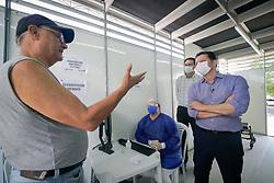 Prefeito Nelson Marchezan Junior acompanhado do Sec da Saúde Pablo Stürmer visita a tendas de atendimento avançado para síndromes respiratória, instalada em frente ao Pronto Atendimento Bom Jesus. FOTO: Jefferson Bernardes