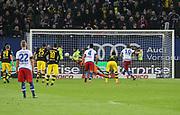 Fussball: Deutschland, 1. Bundesliga, Hamburger SV - BVB Borussia Dortmund, Hamburg, 20.11.2015<br /> <br /> Pierre-Michel Lasogga (HSV) erzielt das 1:0 per Strafstoss<br /> <br /> © Torsten Helmke