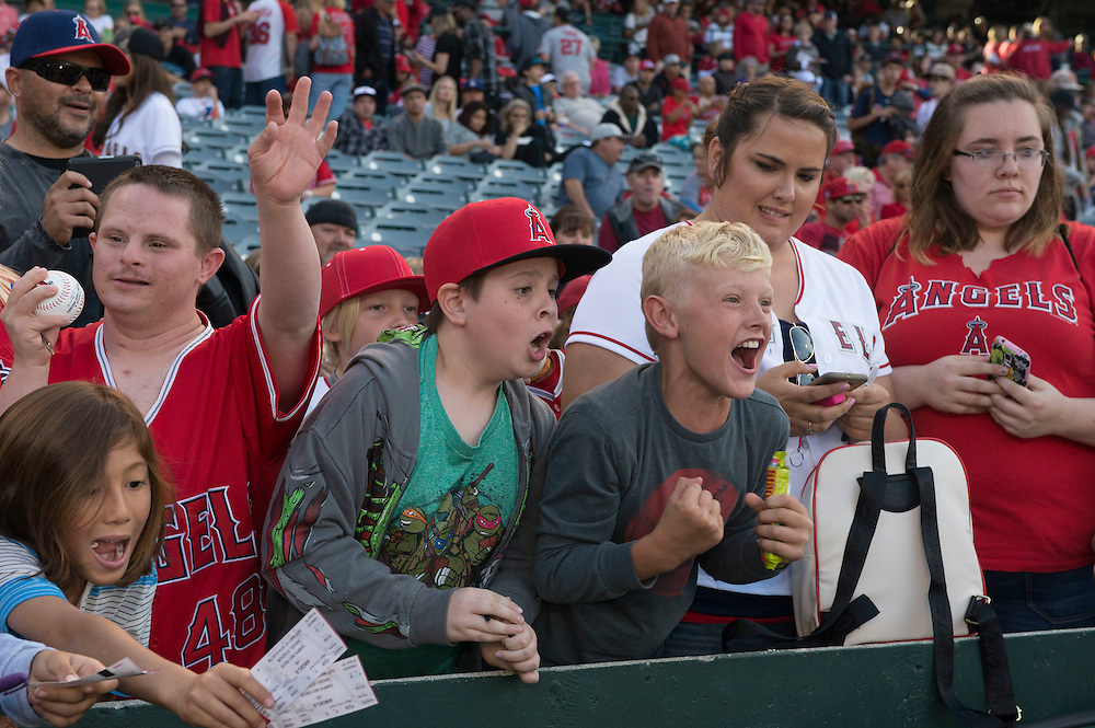 Angel fans get excited as they get an autograph from ike Trout before the Angels game Saturday.<br /> <br /> ///ADDITIONAL INFO:   <br /> <br /> angels.0508.kjs  ---  Photo by KEVIN SULLIVAN / Orange County Register  --  5/7/16<br /> <br /> The Los Angeles Angels take on the Tampa Bay Rays at Angel Stadium Saturday.<br /> <br />  5/7/16