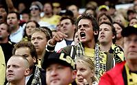 Fotball<br /> Tippeligaen Eliteserien<br /> 10.08.08<br /> Ullevaal Stadion<br /> FC Lyn Oslo - Lillestrøm LSK<br /> Sinne og frustrasjon blant LSKs supportere<br /> Foto - Kasper Wikestad