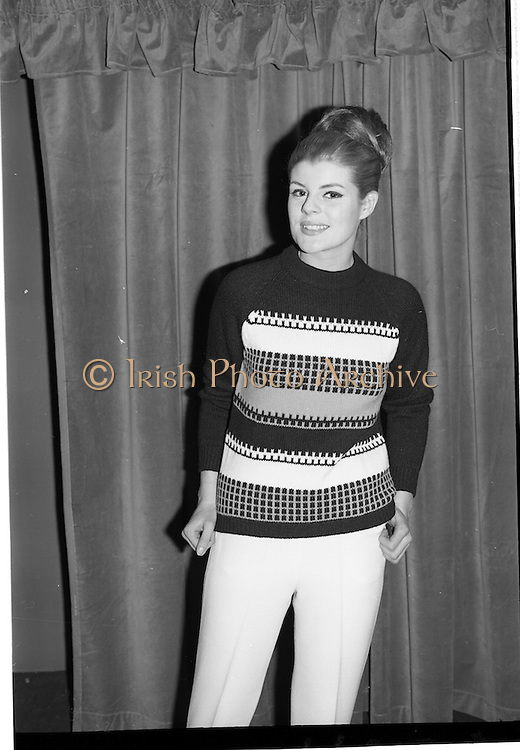 09/03/1964<br /> 03/09/1964<br /> 09 March 1964<br /> McBirney's Fashion show at McBirney's, Aston Quay, Dublin. Model Carol showing black jumper and slacks from collection.