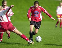 Toppserien, 01 Mai 2004, Sandviken - Team Strømmen, resultat 3-3, Hege Riise, Strømmen og Randi Bjørkestrand, Sandviken. Foto: Kjetil Espetvedt, Digitalsport.