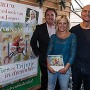 NLD/Barneveld/20131102 - Presentatie kinderboek Ties en Trijntje in December van Yvon Jaspers, Erwin van Lambaart, illustrator Philip Hopman