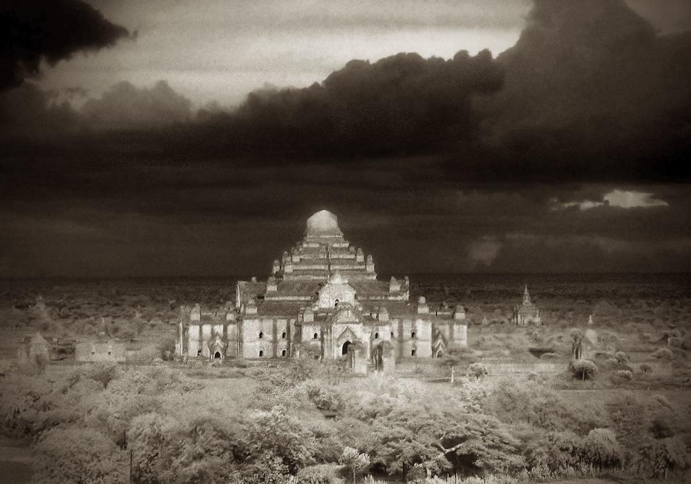 Dhammayangyi Pahto - Bagan, Myanmar.