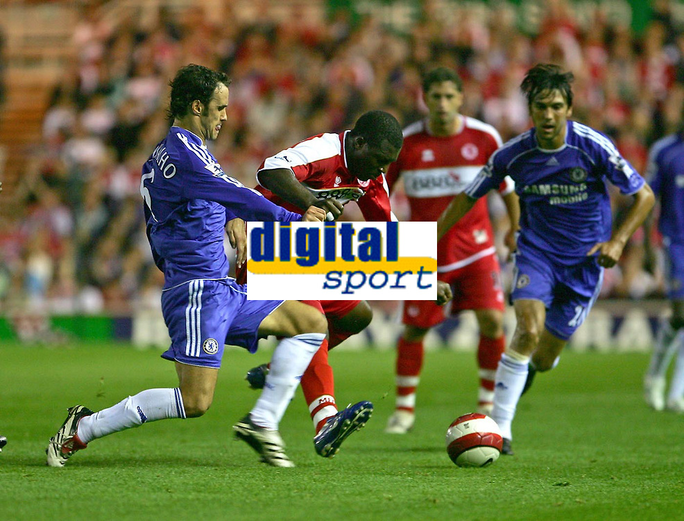 Photo: Andrew Unwin.<br /> Middlesbrough v Chelsea. The Barclays Premiership. 23/08/2006.<br /> Middlesbrough's Yakubu (C) tries to get away from Chelsea's Ricardo Carvalho (L).