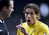 Fotball<br /> FA-cup 2005<br /> 5. runde<br /> Newcastle v Tottenham<br /> 13. mars 2005<br /> Foto: Digitalsport<br /> NORWAY ONLY<br /> Spurs Michael Brown complains to referee Rob Styles