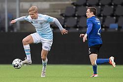 Carl Lange (FC Helsingør) følges af Mark Gundelach (HB Køge) under træningskampen mellem FC Helsingør og HB Køge den 22. februar 2020 på Helsingør Ny Stadion (Foto: Claus Birch).