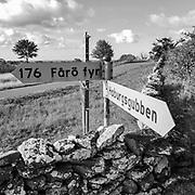 Gamla vägskyltar vid Hoburgen, Gotlands sydspets.<br /> PHOTO © Bernt Lindgren