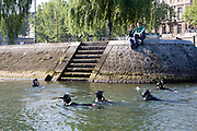 Paris, France. 1er Mai 2009..Brigade Fluviale de Paris..9h37 En entrainement de natation (pendant une heure environ)...Paris, France. May 1st 2009..Paris fluvial squad..9:37 am Swimming training (about an hour).