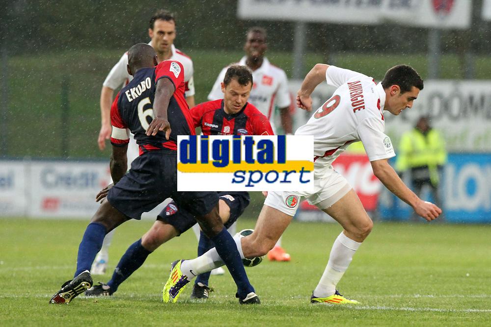 FOOTBALL - FRENCH CHAMPIONSHIP 2011/2012 - CLERMONT FOOT v CS SEDAN  - 4/05/2015 - PHOTO EDDY LEMAISTRE / DPPI - NICOLAS FAUVERGUE  (SEDAN) BETWEEN GUILLAUME MOULLEC AND EUGENE EKOBO (CFA)