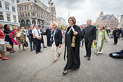 23 August 2018, Amsterdam, Netherlands: Rev. Karin van der Broeke, World Council of Churches executive committee member from the Protestant Church in the Netherlands leads the last few steps towards the Nieuwe Kerk. A ìWalk of Peaceî on 23 August in Amsterdam gathers hundreds of young people and religious leaders who, as they stroll together, celebrating the ecumenical movement and challenging each other to accomplish even more. The walk offers moments of reflection and prayer at several houses and buildings - including a synagogue, the Santí Egidio Community, the Armenian Church, and many others - all of which carried stories of blessings, wounds and transformation.