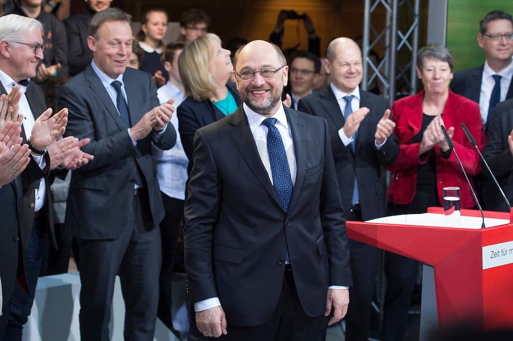 29 JAN 2016, BERLIN/GERMANY:<br /> Martin Schulz, SPD, Kanzlerkandidat, auf der Buehne, zu Beginn der Vorstellung von Schulz als Kanzlerkandidat der SPD zur Bundestagswahl, nach der Nominierung durch den SPD-Parteivorstand, Willy-Brandt-Haus<br /> IMAGE: 20170129-01-004<br /> KEYWORDS: Applaus, applaudieren, klatschen
