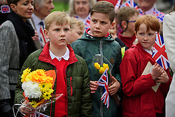 ©  London News Pictures. 21/04/2016. Windsor, UK.  Royal fans and me,bars of the public gather outside Windsor Castle ahead of a walkabout by HRH Queen Elizabeth II  in the town of Windsor, Berkshire on the day of her 90th birthday.  Queen Elizabeth is currently the longest serving monarch of the UK, having served for over 60 years. Photo credit: Ben Cawthra/LNP