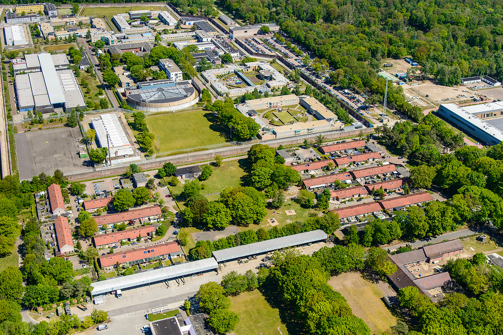 Nederland, Noord-Brabant, Vught, 13-05-2019; woonwijk op de plaats van woonoord Lunetten (oorspronkelijk bestemd voor gezinnen van Molukse KNIL-militairen).  Penitentiaire Inrichting Vught in de achtergrond.  <br /> <br /> luchtfoto (toeslag op standard tarieven);<br /> aerial photo (additional fee required);<br /> copyright foto/photo Siebe Swart